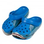 (16.5~19.5公分)Crocs卡駱馳趣味學院鯊魚藍色兒童布希鞋V#GN4NB*XBX